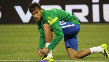 il calciatore del psg, Neymar jr., suscita polemiche per l'incontro con Bolsonaro