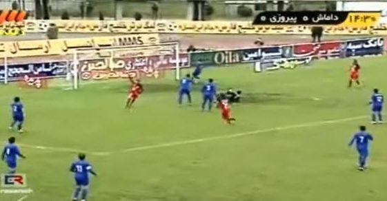 l'esultanza di Nosrati nella partita di campionato iraniano Persepolis vs Damash Gilan