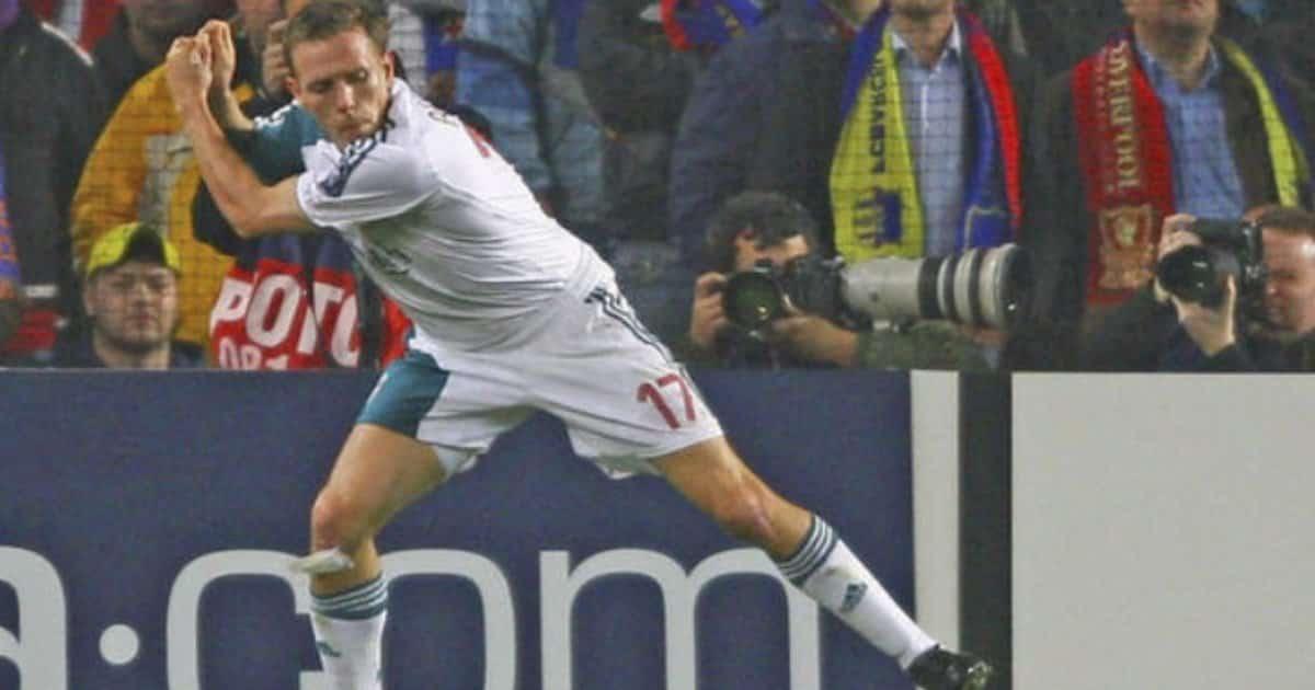 Quando i calciatori sono ubriachi potrebbe succedere di tuttto. Ecco l'esultanza di Bellamy.