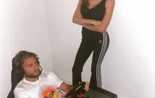 Ciro Immobile davanti agli eSports e sua moglie Jessica