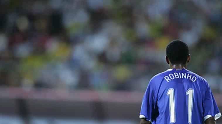 Robinho, ex del Milan, al Santos percepirà lo stipendio di 230 euro almese.