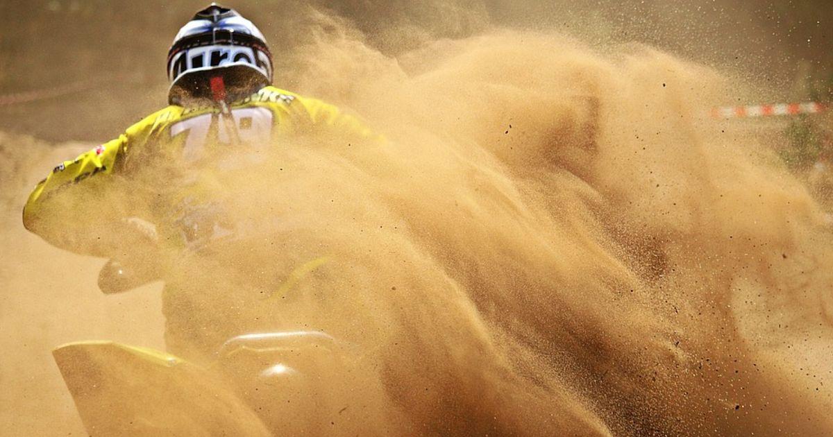 Ragazzina di 10 anni vince campionato di motocross esordienti