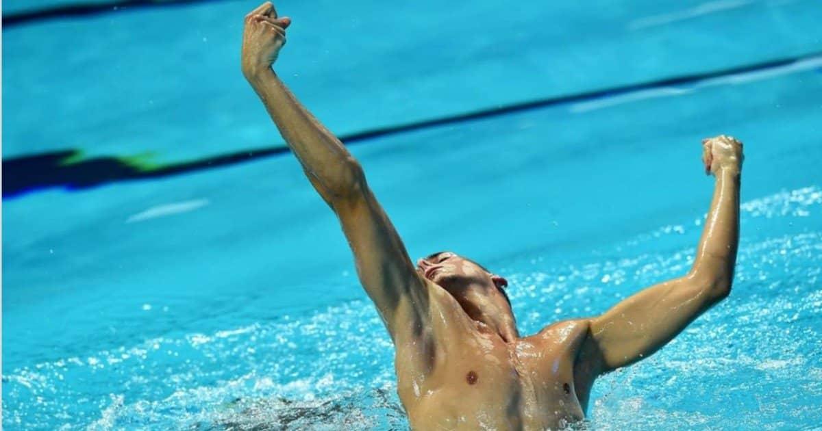 """Giorgio Minisini: il primo uomo a vincere nel nuoto sincronizzato """"solo""""!"""