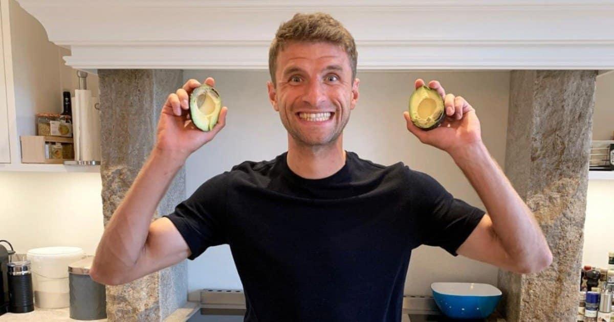 "Thomas Müller ""avvelenato"" dal cibo piccante himalayano."