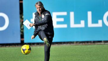 Roberto Mancini, allenatore della Nazionale, all'esordio con il Bologna