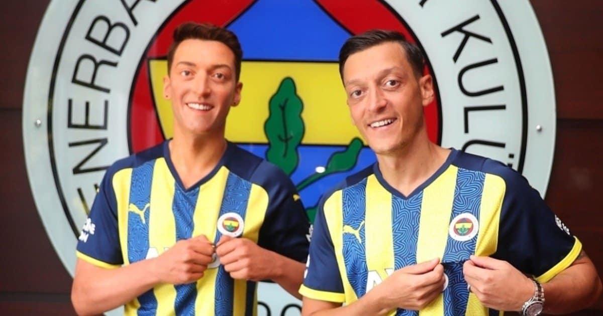Mesut Ozil e il nuovo sosia… di cera