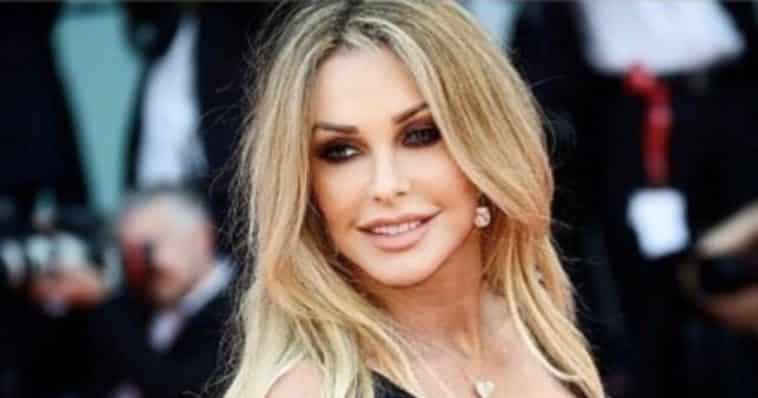 Paola Ferrari addio rai share hibet social